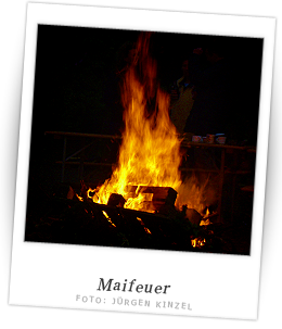 Traditionelles Maifeuer